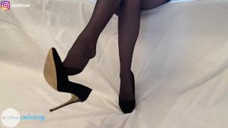 Игра с каблуками Ножки в колготках