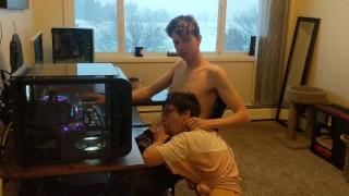 Interrupting my boyfriend playing video games (He makes me cum+Cumshot)
