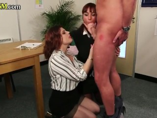 Cockhungry CFNM babes blowing subject in office