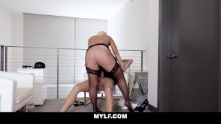 Gorgeous Blonde Milf Alura Jenson Is The Sex Therapist You Need