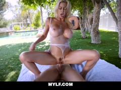 Blonde Mature Bombshell Alexis Fawx Gets Oiled Up Outdoor