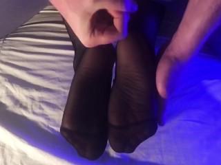Cum on sexy neylon feet