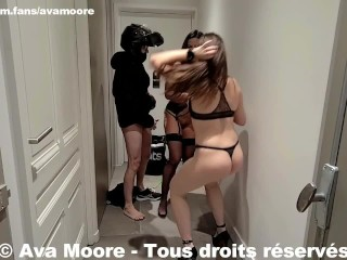Ava Moore – Baisée par un livreur Ubereats avec Luna Rival – PORNO RÉALITÉ