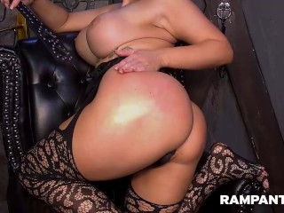 Layla Rose Twerking And Spanking Her Booty