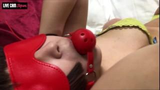 【SMレズ】拘束器具で唾液がダラダラ。へそだまりが超エロイ