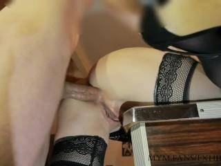 Prise en anal sur le billard après mettre fait goder avec la queue de billard, belle ejac à la fin