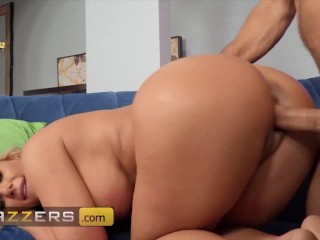 Brazzers – Busty milf Phoenix Marie is any gamer nerds fantasy and tihs one came true