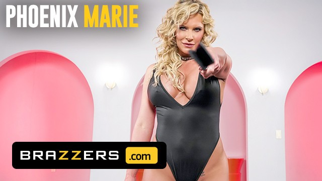 Brazzers - Busty MILF Pheonix Marie Makes A Gamer Nerds Fantasy A Reality