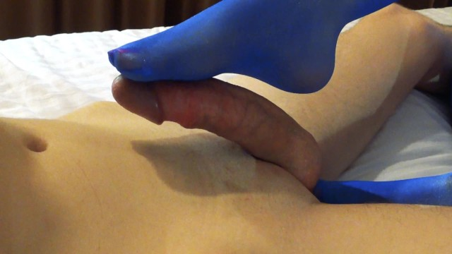 FOOTJOB/FOOTFETISH - seduced by the legs of the boyfriend of mom's friend