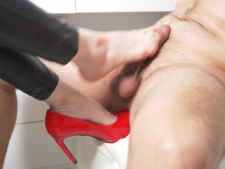 the guy played with his dick with the feet of a beautiful girl! footjob