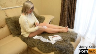 SEXY MATURE PUTTING STOCKINGS ON