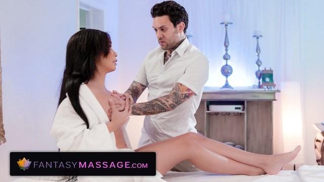 FantasyMassage Aaliyah Hadid Shows New Masseur The Kind Of Massage She Really Wants