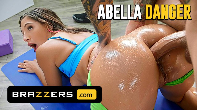 Brazzers - Small Hands Is A Horny Dude And Loves Fucking Abella Danger In T ...