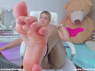 Come to my feet !!!