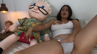 Screen Capture of Video Titled: Me masturbo con mi muñeca y quiero que sea real+mira lo que pasa