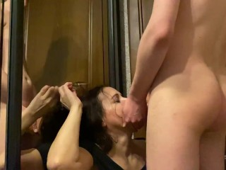 Oral sex with sexy stepmom on the way to the art gallery and huge cumshot