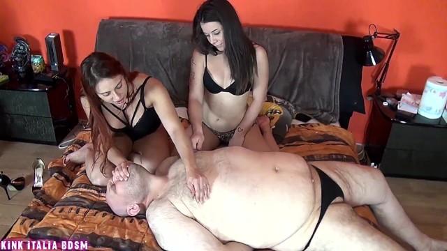 Schiavo con piccolo pene umiliato e sottomesso con nipple play e spanking d ...