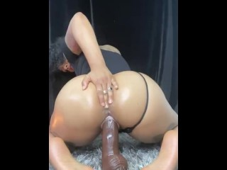 Hot babe takes in big dildo making it creamy