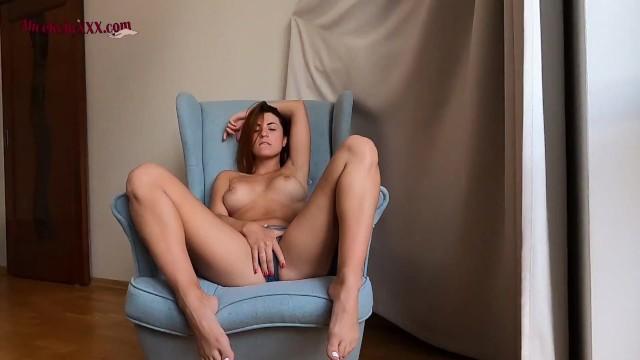 Hot Babe Alice Makes Herself Cum