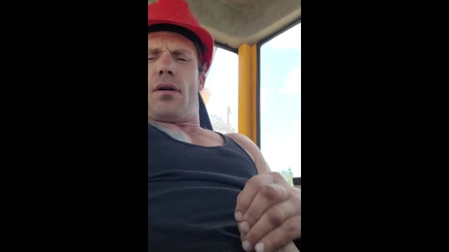 Construction workers strokes thick cock to his wyld thoughts. Can u cum with me?