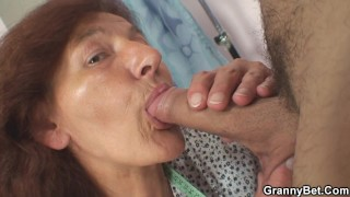 Hairy old tailoress pleases her er client
