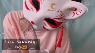 極太ディルドをノーハンドで自分から唾液イマラチオする変態女子大生 - Suzu Sakuragi