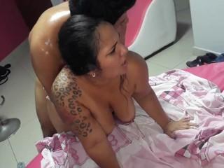 Recibiendo una buena follada de este rico semental !! hard sex, doggy style, cachonda, hot, latina