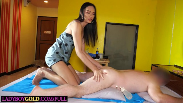 All natural ladyboy Sophia massage and anal sex with her tourist client