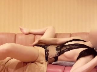 【人妻】 M字開脚で卑猥な姿見せつけたい!性欲が強い淫乱熟女