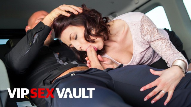 FUCKEDINTRAFFIC - SEXY LADY GETS FUCKED IN THE BACKSEAT DURING HER TRIP - VIPSEXVAULT
