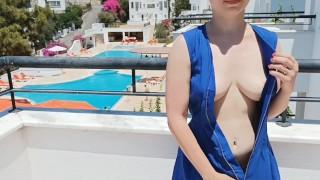 Flashing sexy boobs on the balcony, hottie unbuttoned her dress in public - no bra