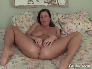 Yanks Babe Cherry Lady's Fabulous Clit Cum