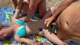exhib a la plage avec deux voyeurs curieux qui me sperme