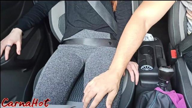 Pornokalendář DV (Ignác, 31.7.) – Prstovačka během jízdy se sestřinou kámoškou
