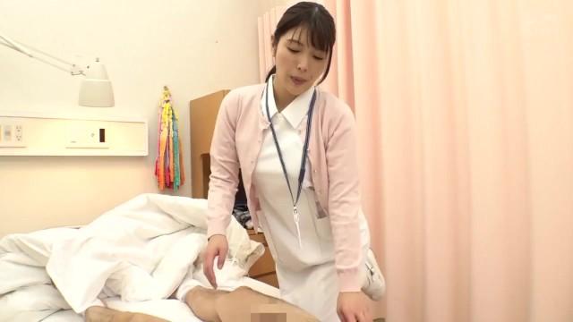 《エロ動画》母性溢れる看護婦さんがチ〇ポをおもてなし『エッチ顔が超癒される。。。』白衣の天使に童貞君も脱皮!