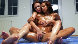 Competitive extreme Oil Fight - Alya Stark vs Veronica Leal
