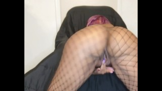 Latina ass twerks and fingers herself