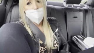 Teen real Orgasmus im Öffentlichen Taxi und erwischt !!!!!