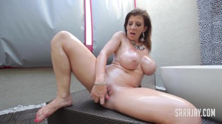 Sara Jay Stuffing Her Pussy In the Tub!