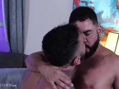 MenOver30 - Muscled Hunk Rikk York Eats Petite Latino's Ass