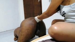 කෙල්ලගෙ අත් දෙකම අම්මෝ.ඔයලත් කරලා බලන්න අමුතුම ආතල් එකක් Amazing Fisting by sexy wife