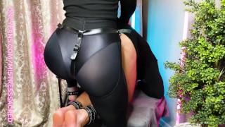 Strapon Fitness in Leggings
